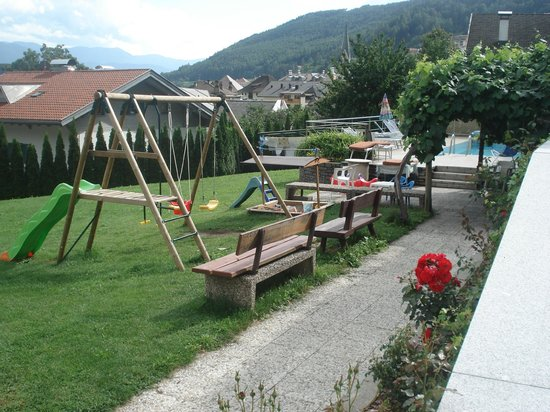 kinderspielplatz im garten bild von hotel rosenhof rio di pusteria muehlbach tripadvisor. Black Bedroom Furniture Sets. Home Design Ideas