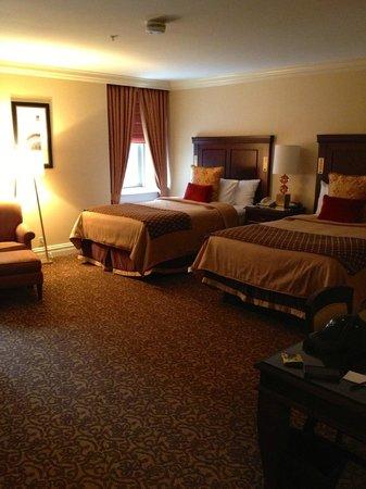 Omni William Penn Hotel: Beatiful and clean room