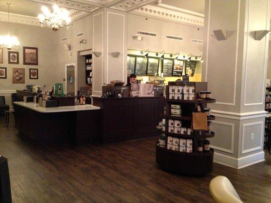Omni William Penn Hotel: Amazing Starbucks in the lobby