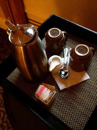 Omni William Penn Hotel: Complimentry coffee brought to our room :)