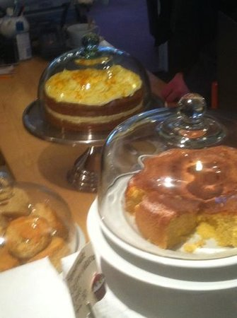 Lacemakers Cafe: lemon drizzle and carrot cake