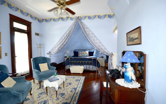 Sugar Magnolia Bed & Breakfast: The Royal Suite