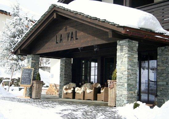 Bergspa Hotel LA VAL: Blick auf den Hoteleingang