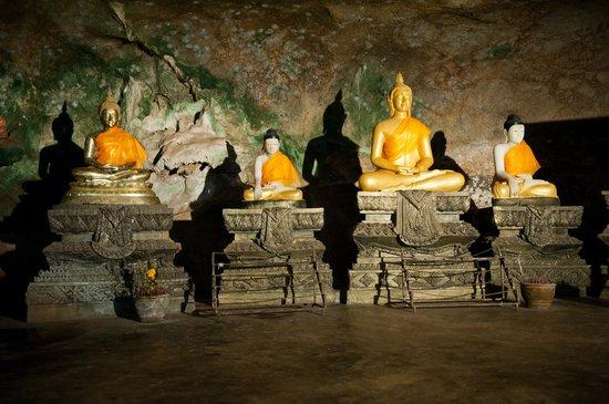 写真Buddha Cave Temple (Wat Suwannakuha)枚