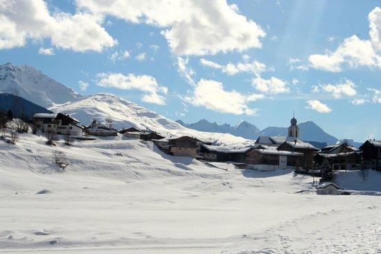 La Val Bergspa Hotel: Blick auf den Ort Brigels