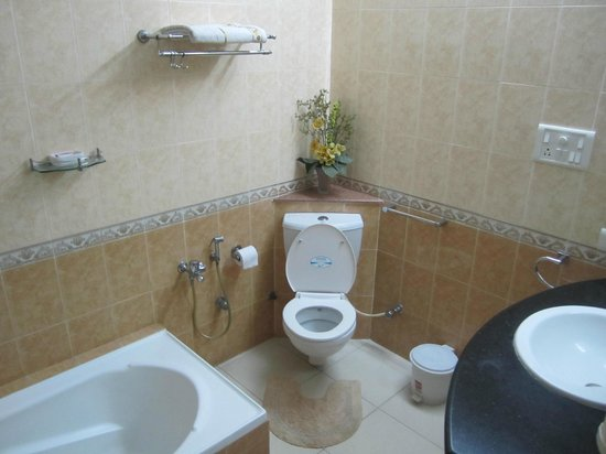 Pleasant Stay Guest House: Spacious Bathroom with separate shower