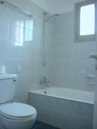Himonas Apartments: Badezimmer