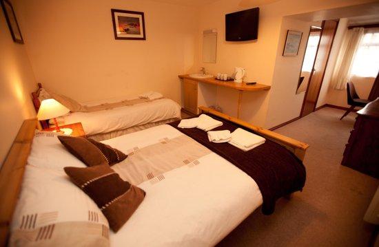 Cornishman Inn Tintagel: family room 2 & 1