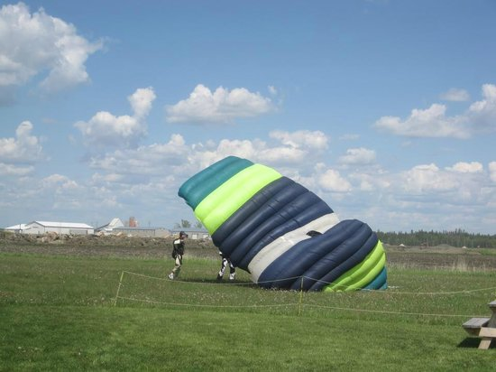 Adventure Skydiving: Landing