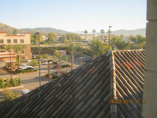 Ayres Hotel & Spa Moreno Valley: View from the 4th floor (right)