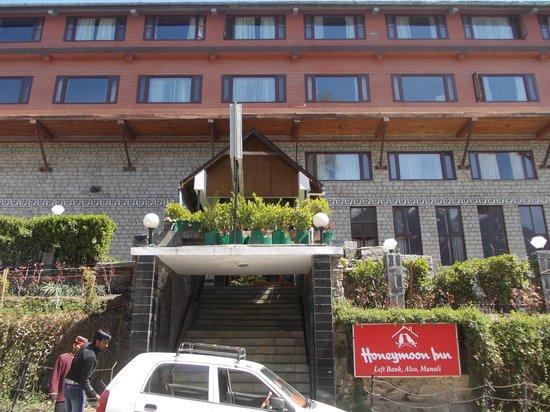 Honeymoon Inn Manali: Hotel Entry