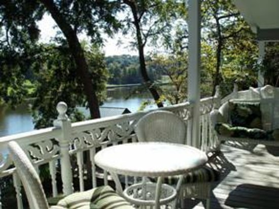 Violet Hill Bed and Breakfast: View of from Violet Hill of Cane River Lake