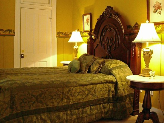 Violet Hill Bed and Breakfast: Stem Wheeler Guest Room