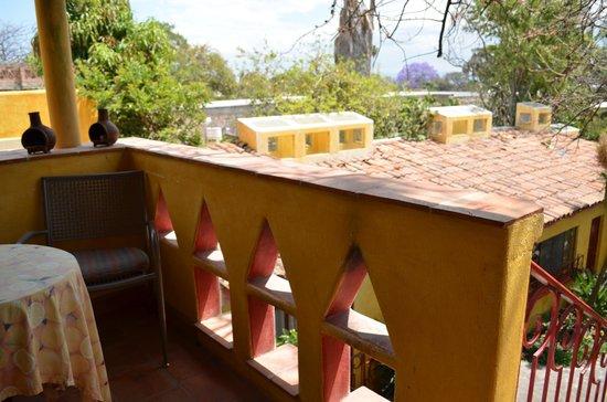 Mis Amores Hotel-Restaurante: Balcón a la salida del cuarto (se baja por escaleras a la derecha)