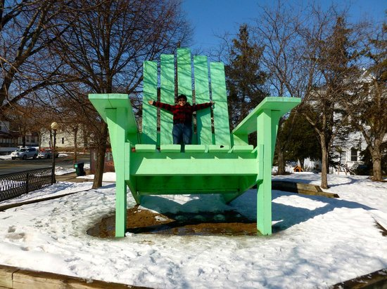 Large Green Chair : Feeling so small :)