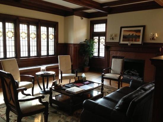 ذا مانشن آت مابل هايتس: Guest living room