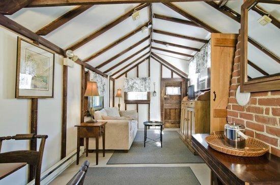 27 Fair Street Inn: Old-Fashion Nantucket Lodging