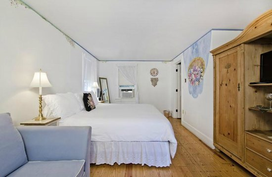 27 Fair Street Inn : One of the many spacious bedrooms at 27 Fair Street.