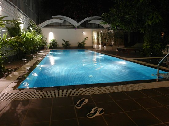 Skyline Boutique Hotel : we had the pool by ourselves. thanks for the staff for making us use it till 2am.