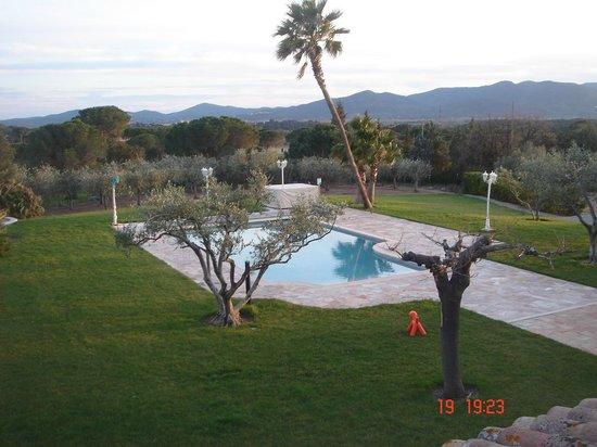 Le Clos des Escapades : vu piscine de chambre