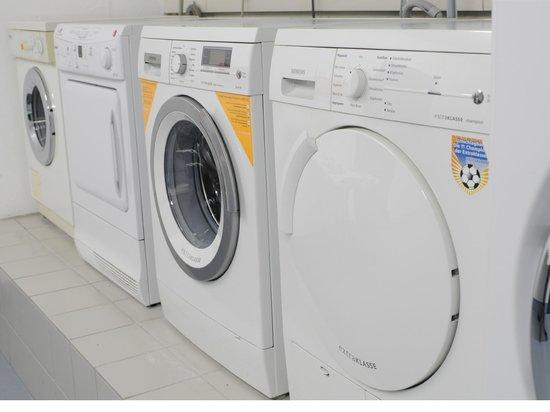 Hotel Residenz Oberhausen: laundry room