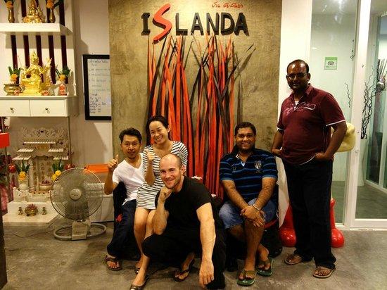 Islanda Boutique Hotel : Darm, son épouse, moi et des clients