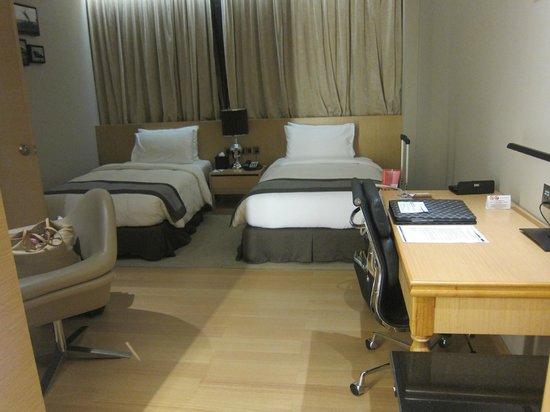 Horizon Hotel: Bedroom by Night