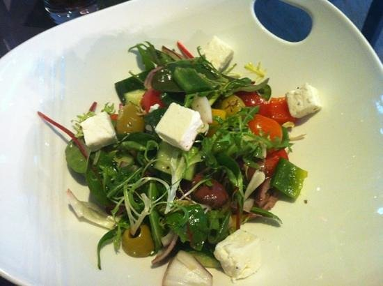 Berry Bar & Lounge : Greek salad