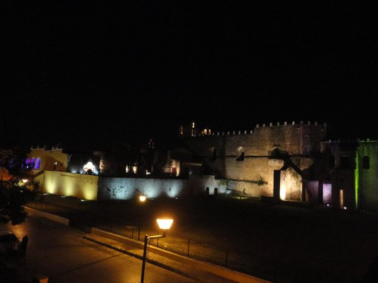 Rinconada del Convento: View of the convent from the roofdeck at night