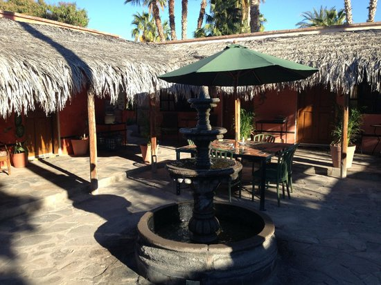 Iguana Inn: Quiet courtyard