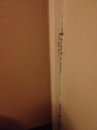 The L Motel Flagstaff: damaged door jam felt like it could be kicked in