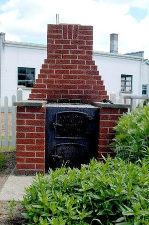 Amish Guest House and Cottage : Fireplace (charcoal grilling)