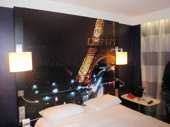 Mercure Paris Centre Tour Eiffel: our room 5th floor