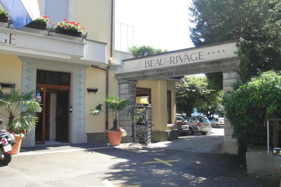 Hotel Beau Rivage: The entrance