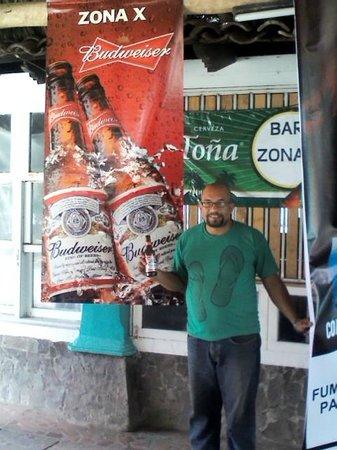 Bar Y Restaurante Zona X: el dueño es muy carismático