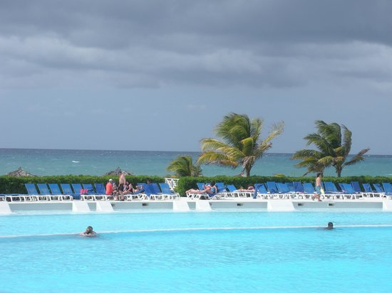 Grand Palladium Jamaica Resort & Spa: Infinity Pool (Main Pool)