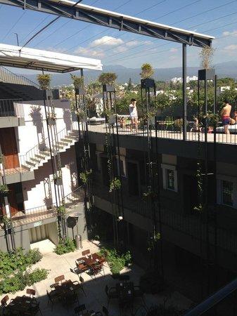 Flor de Mayo Hotel and Restaurant: Vista del restaurante, habitaciones y piscina
