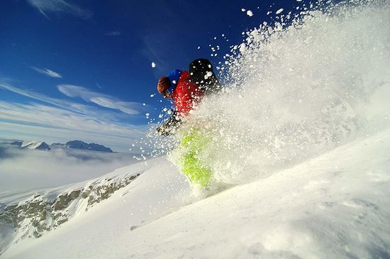 Selkirk Mountain Experience Lodge: Durrand Glacier: Ruedi skiing on a bluebird powder day.