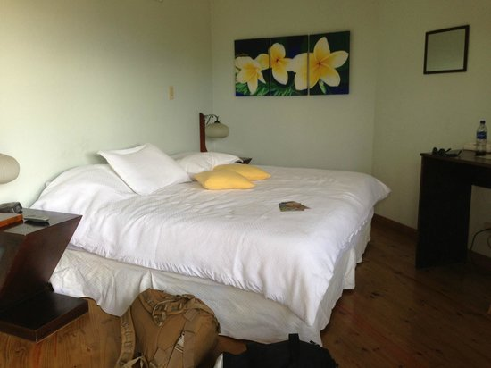 Out of Bounds Hotel: Lovely Clean Room With King Bed