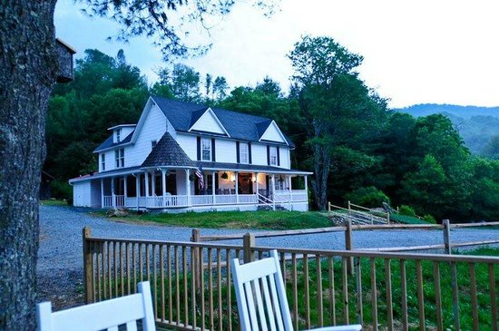 1861 Farmhouse Restaurant and Winery: Rocking Chairs with a Valle View