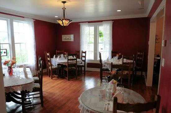 1861 Farmhouse Restaurant and Winery: The Taylor Parlor Dining Room