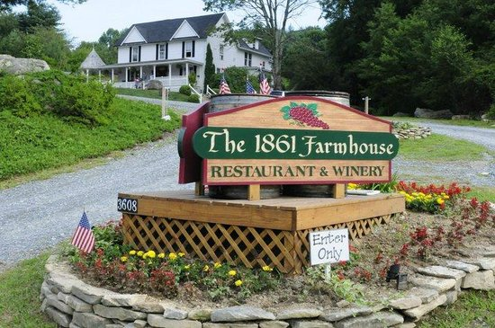 1861 Farmhouse Restaurant and Winery: Front Entrance