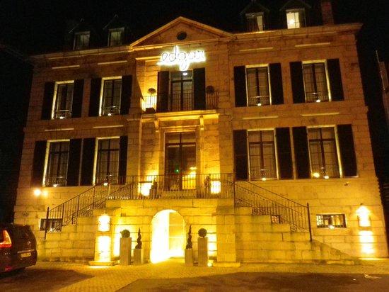 Hotel Edgar : façade illuminée
