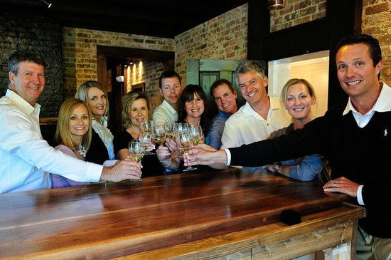 1861 Farmhouse Restaurant and Winery: Fun Gatherings with Friends!