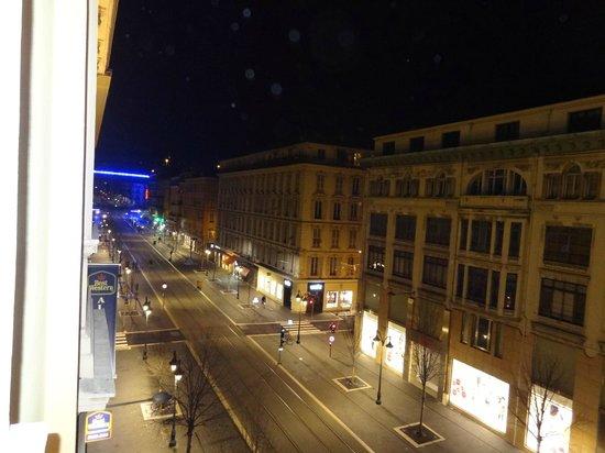 Best Western Alba Hotel: Vue sur l'Avenue Jean-Medecin de nuit