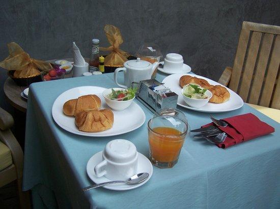 Tango Luxe Beach Villa : Petit déjeuné