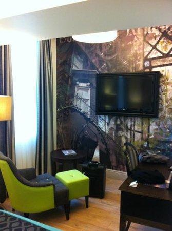 Hotel Indigo London Kensington: salottino in camera