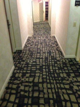 Le Montrose Suite Hotel: le montrose hallway
