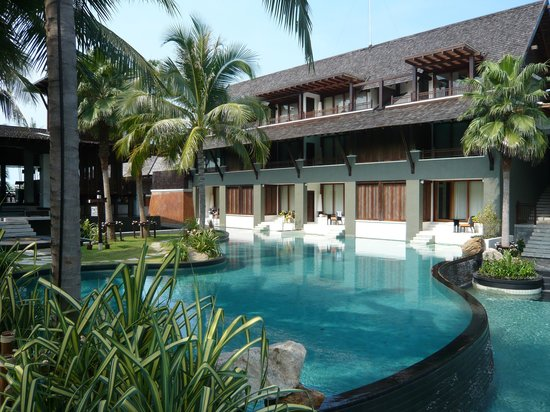 Mai Samui Resort & Spa: hinter Poolanlage