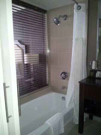 Pinnacle Hotel At The Pier: Bathroom features lovely, relaxed back bath tub, soft lighting, and Aveda amenities